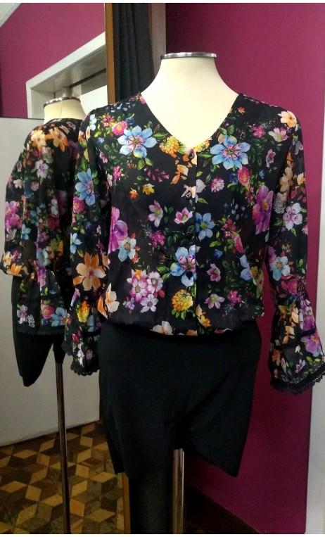 Camisa Negra Floral Tipo Malla con Manga Ablusada