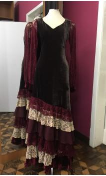 Vestido Veludo Marrom c/Renda Bege e Bordô 6 Babados