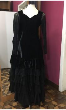 Vestido Preto de Veludo 5 Babados