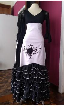 Falda Negra y Blanca 8 Volantillos Bordada