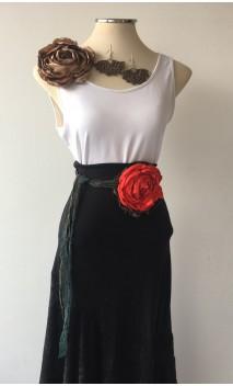 Conjunto Beige y Rojo de Pendientes, Flor de Satén y Adorno 1 Flor c/ Encajes