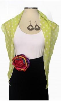 Conjunto de Pañuelo Verde Lemón, Pendientes de Crochet y Flor Colorida