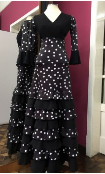 Conjunto Flamenco Negro c/Lunares Blancos de Blusa y Falda 8 Volantes