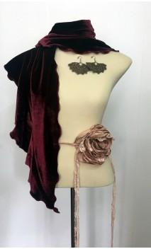 Conjunto Burdeos y Nude de Pañuelo de Terciopelo, Pendientes y Adorno de Flor
